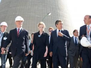 Charles de la Verpillière et François Fillon à la centrale nucléaire du Bugey