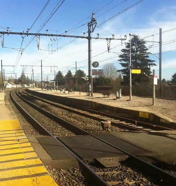 vue des voies en gare de Montluel
