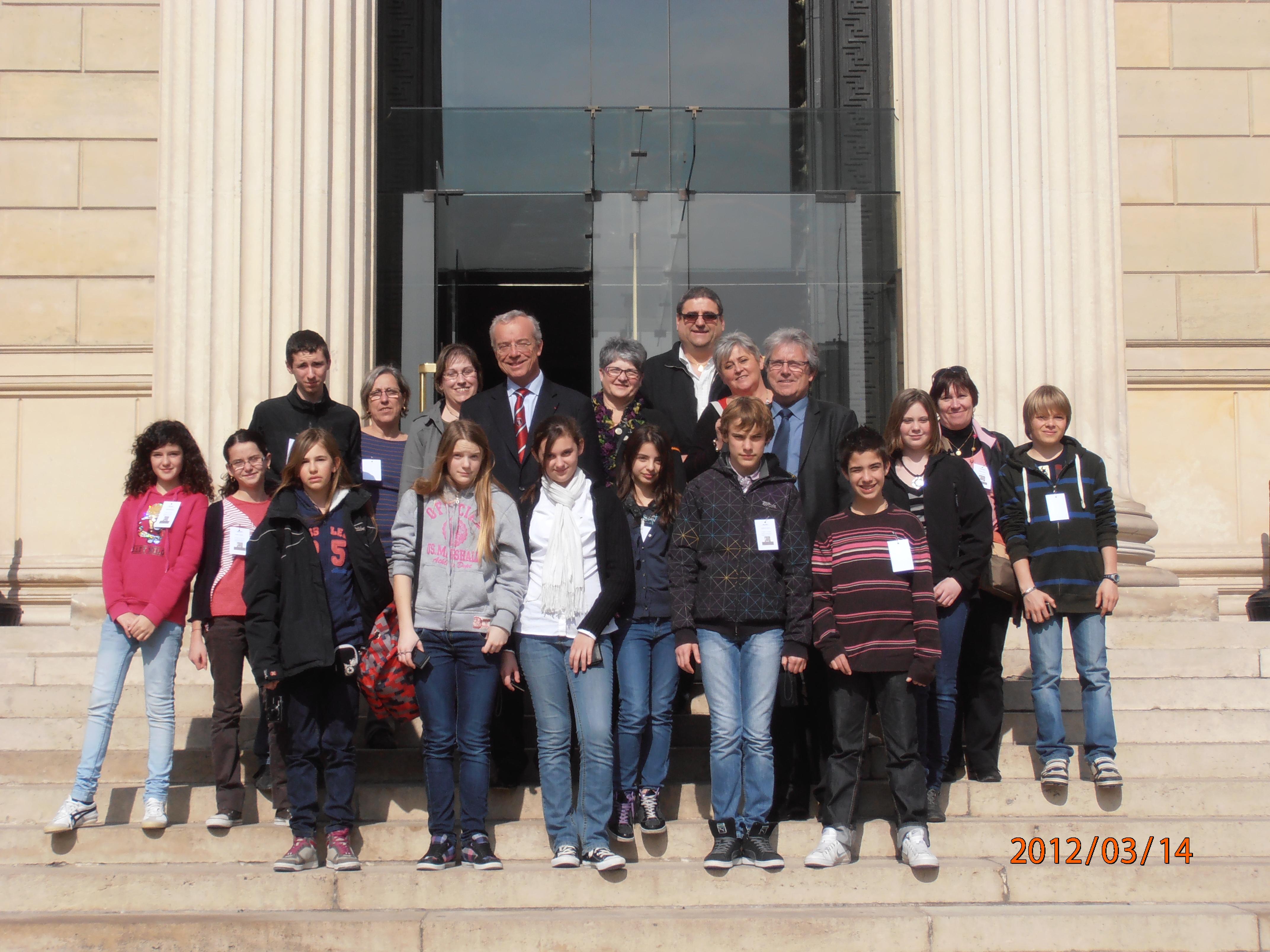 Des jeunes de St-André-de-Corcy à l'Assemblée