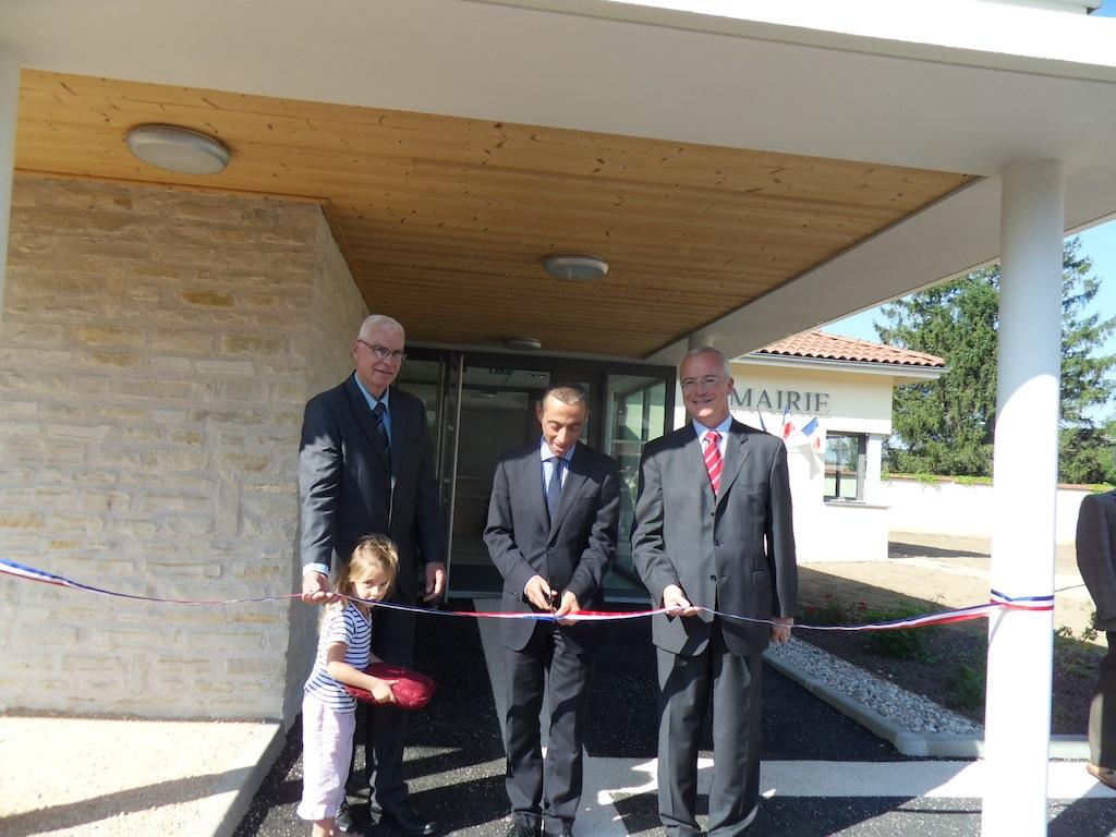 inauguration de la nouvelle mairie d'Ambutrix