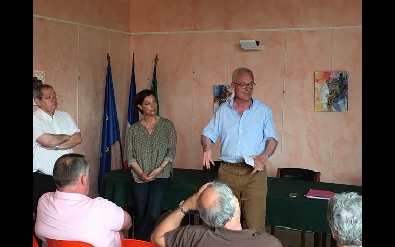 En réunion publique à Massieux et St André-de-Corcy
