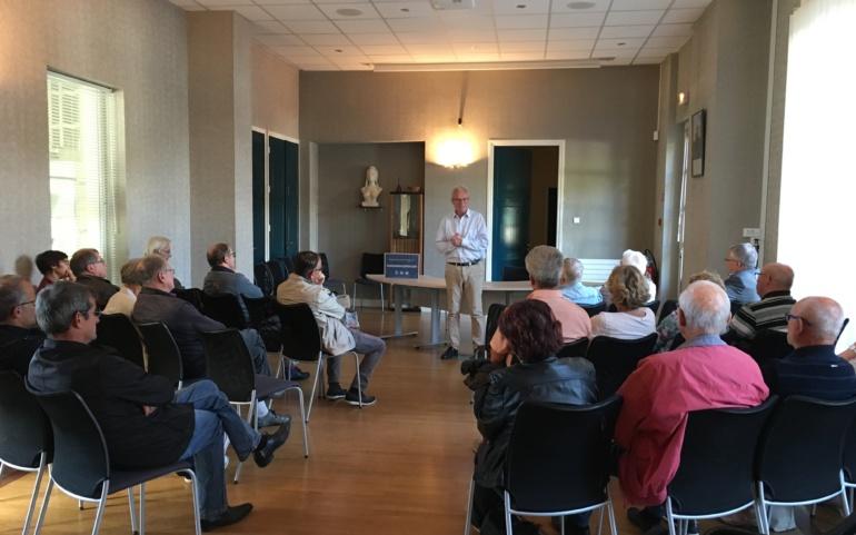 Reyrieux – en réunion publique